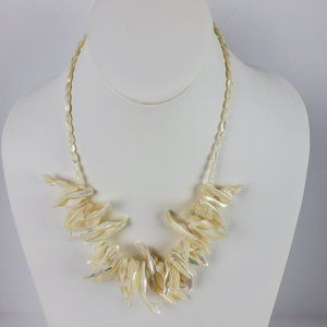 Vintage Womens White Spiral Sea Shell Necklace